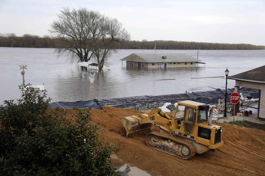 Deadly flooding swamps Midwestern states