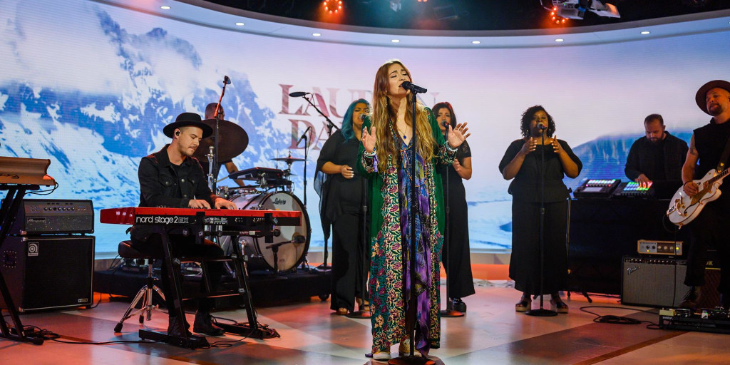 Lauren Daigle performs 'Rescue' on TODAY
