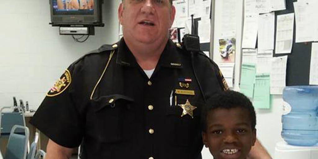 Ohio cop takes homeless family to Walmart, books them in hotel