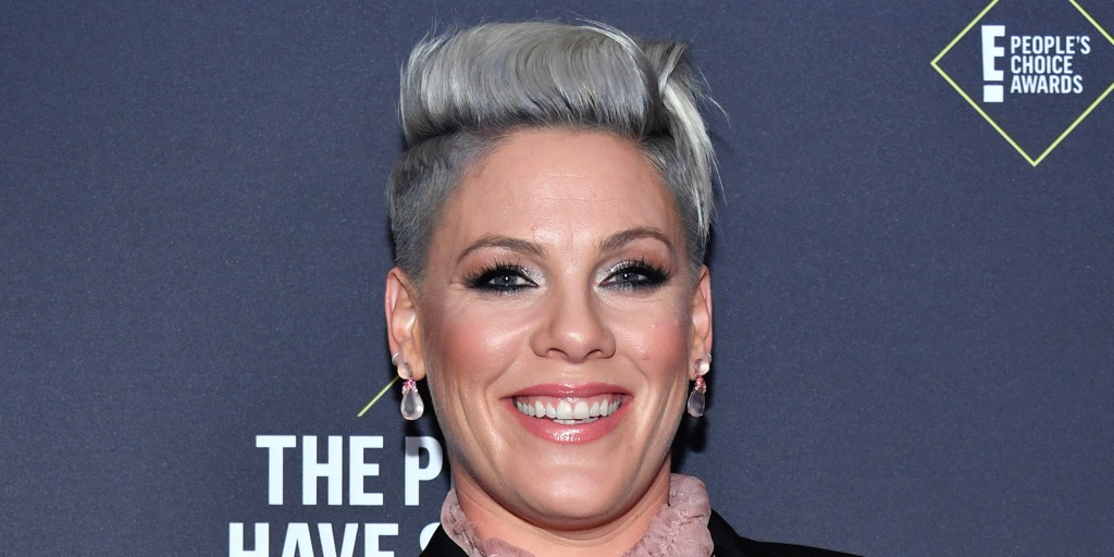 Pink cuts her own hair while drinking during coronavirus quarantine