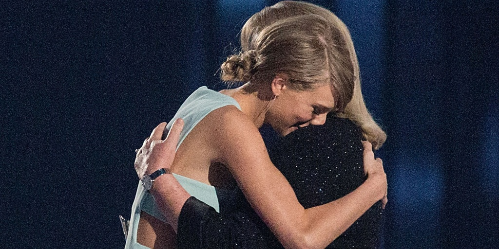 Taylor Swift reveals her mother has been diagnosed with brain tumor