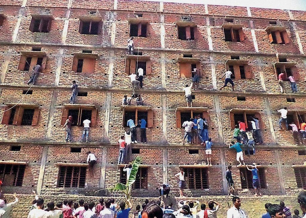 Six Hundred Students Caught Cheating at Bihar, India Schools