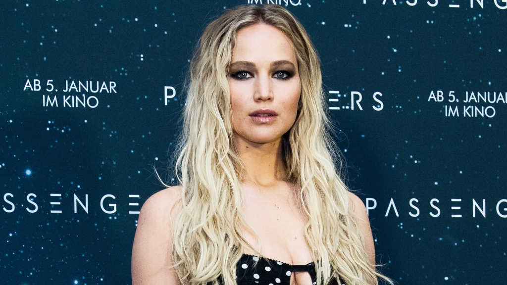 Jennifer Lawrence has bangs — see her new hairstyle