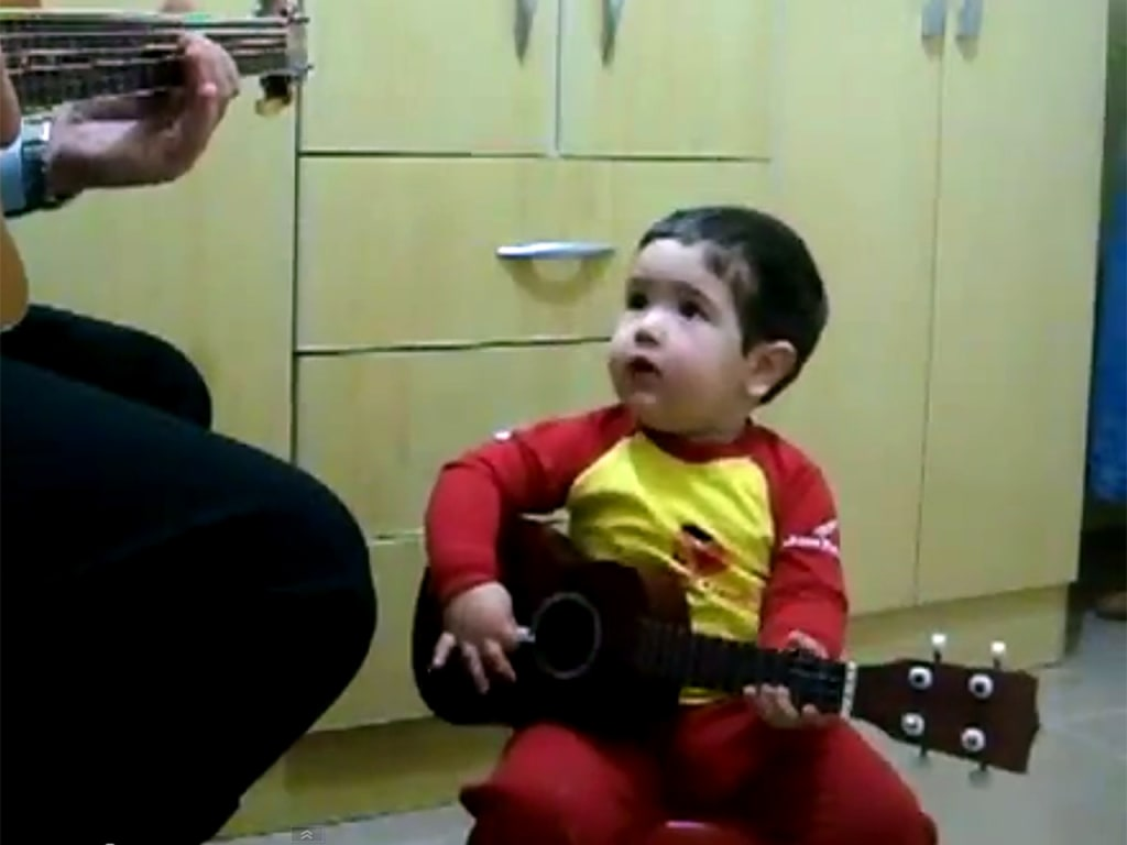 Father and 2-year-old boy sing Beatles' 'Don't Let Me Down