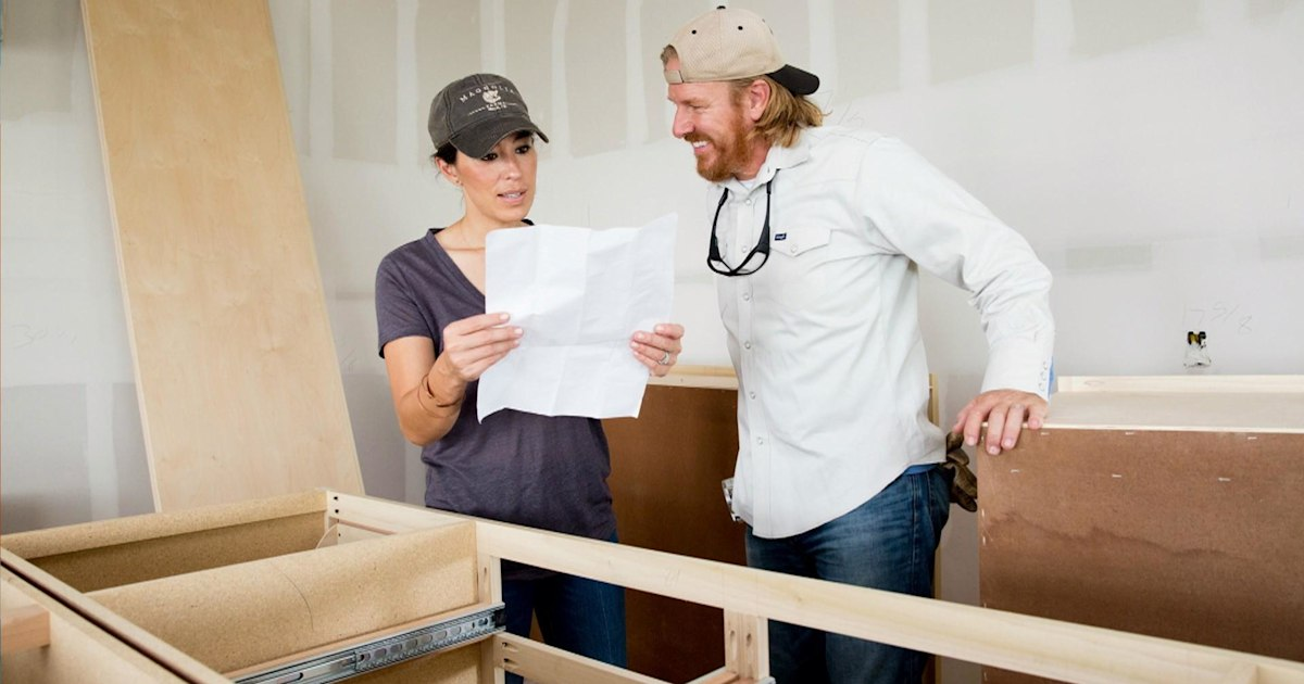 chip and joanna gaines will star in fixer upper behind the design. Black Bedroom Furniture Sets. Home Design Ideas