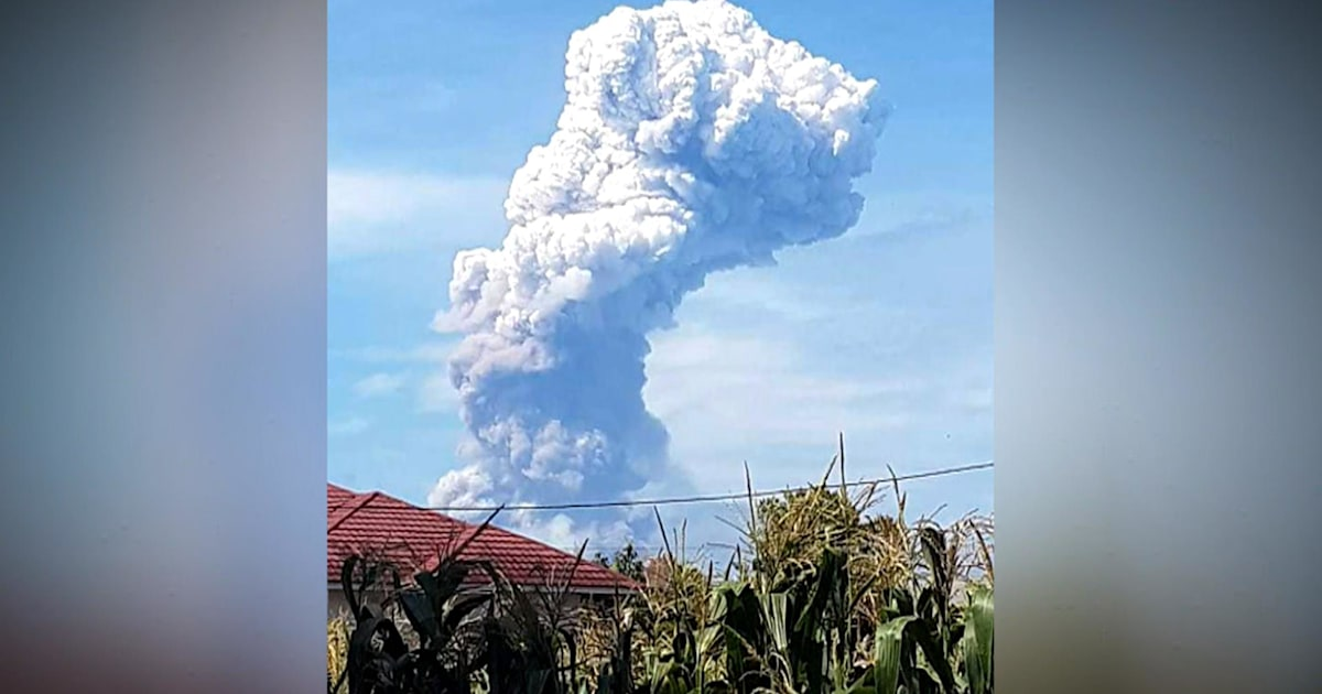indonesia volcano erupts days after tsunami and earthquake