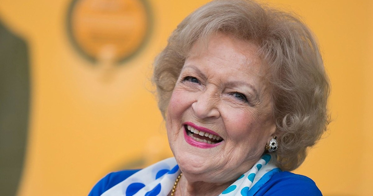 Ο ράιαν Ρέινολντς και η Σάντρα Μπούλοκ Betty White ευχές γενεθλίων