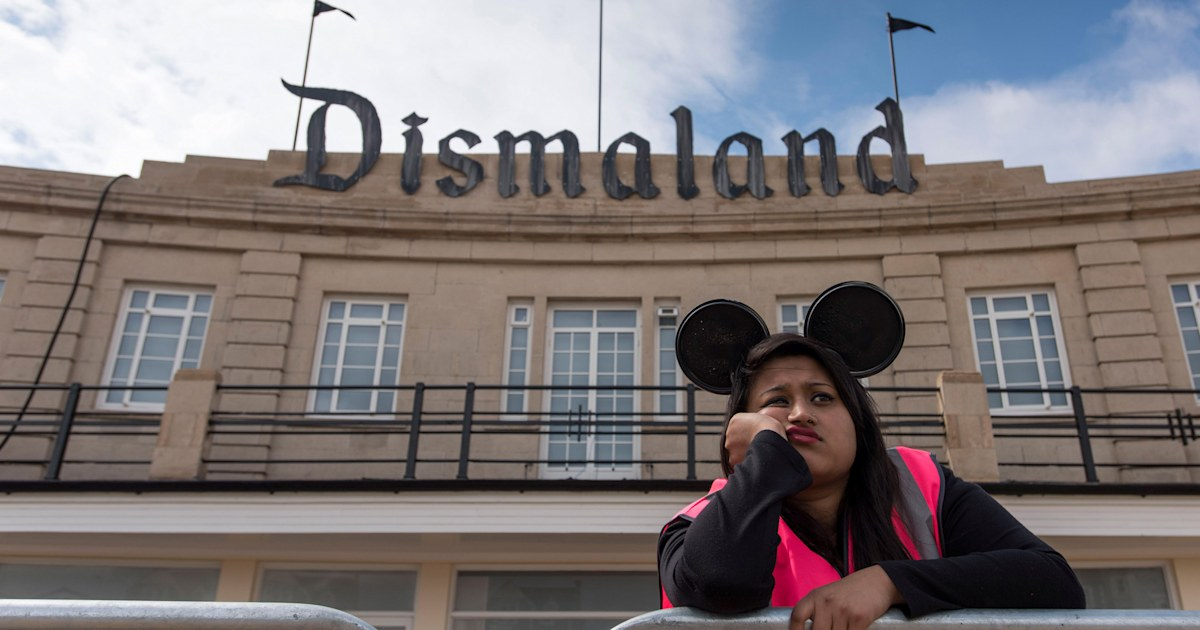Banksy's Dismaland anti-theme park disappoints fans with crashing website