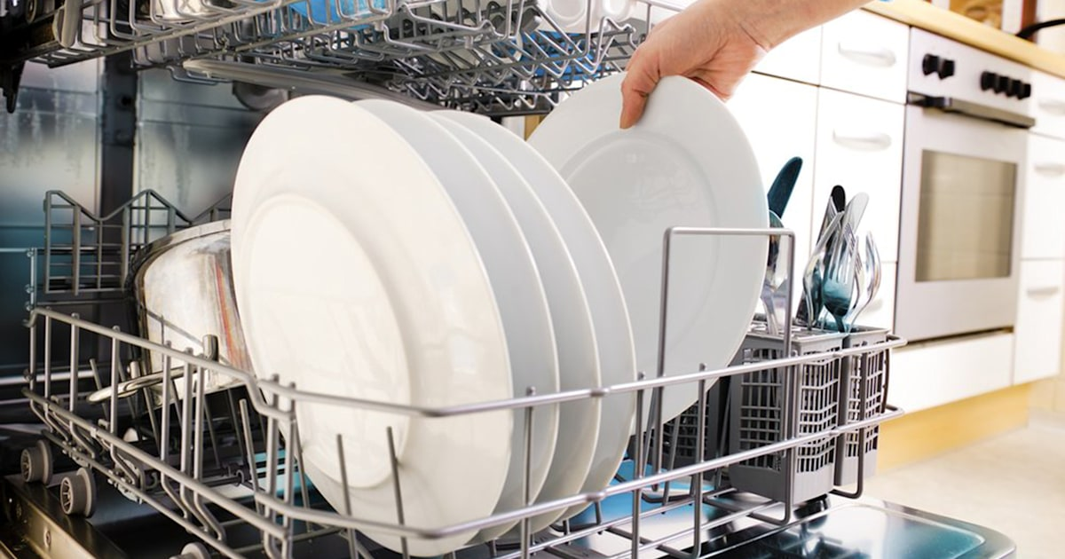Dishwasher cleaner with vinegar. and baking soda