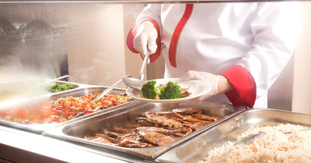 School apologizes for throwing out hot meals of students with over $15 lunch debt