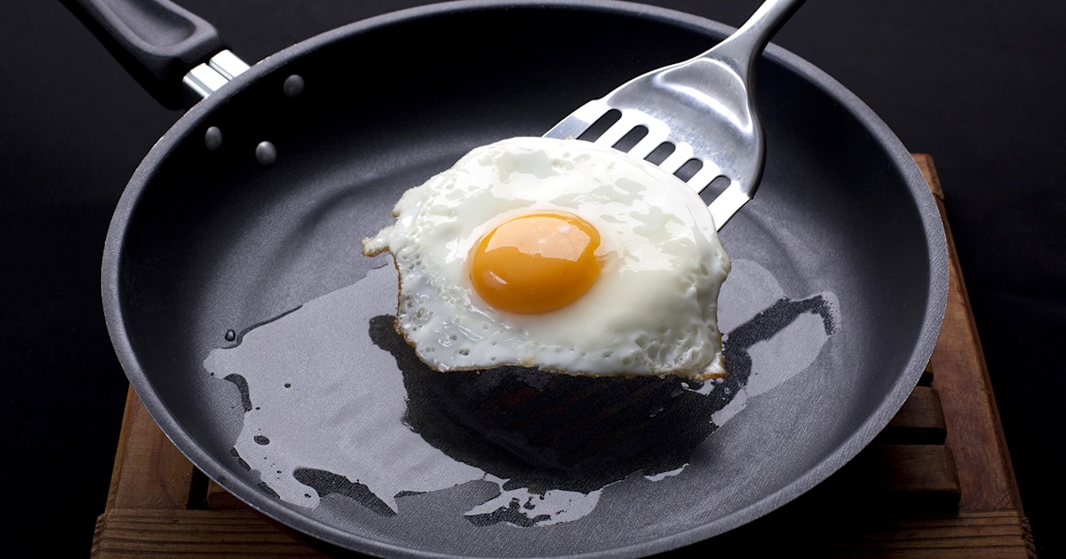 How to make perfect fried eggs with this 1 surprising ingredient