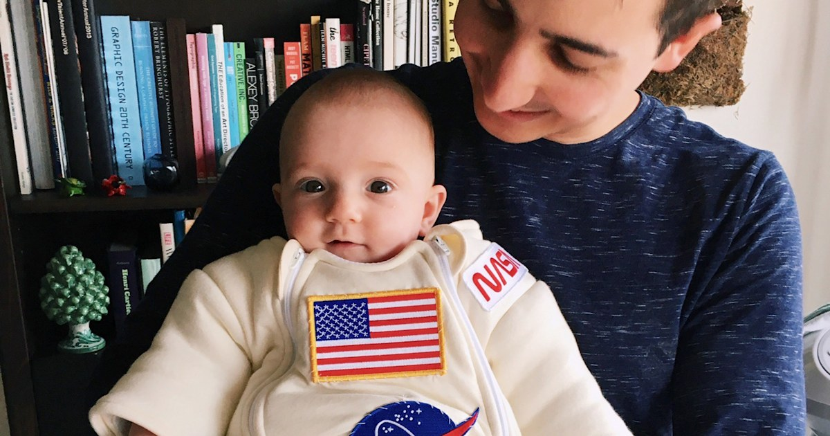 Dad turns baby daughter's onesie into an adorable NASA space suit