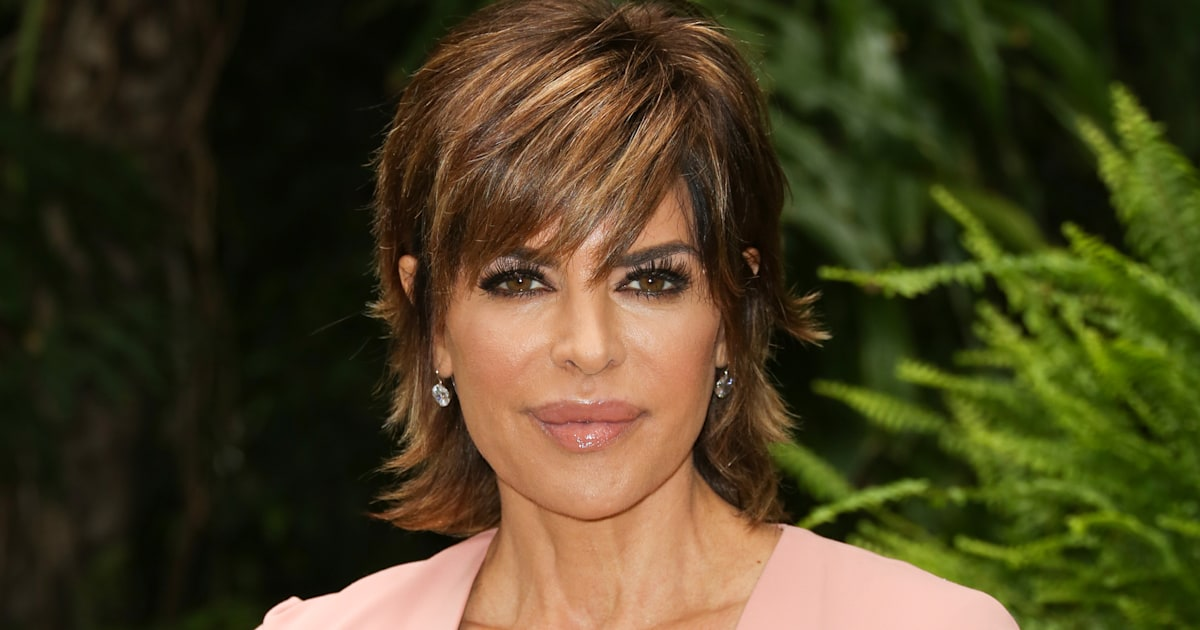 'Real Housewives' Star Lisa Rinna Ditches Bob For Extensions