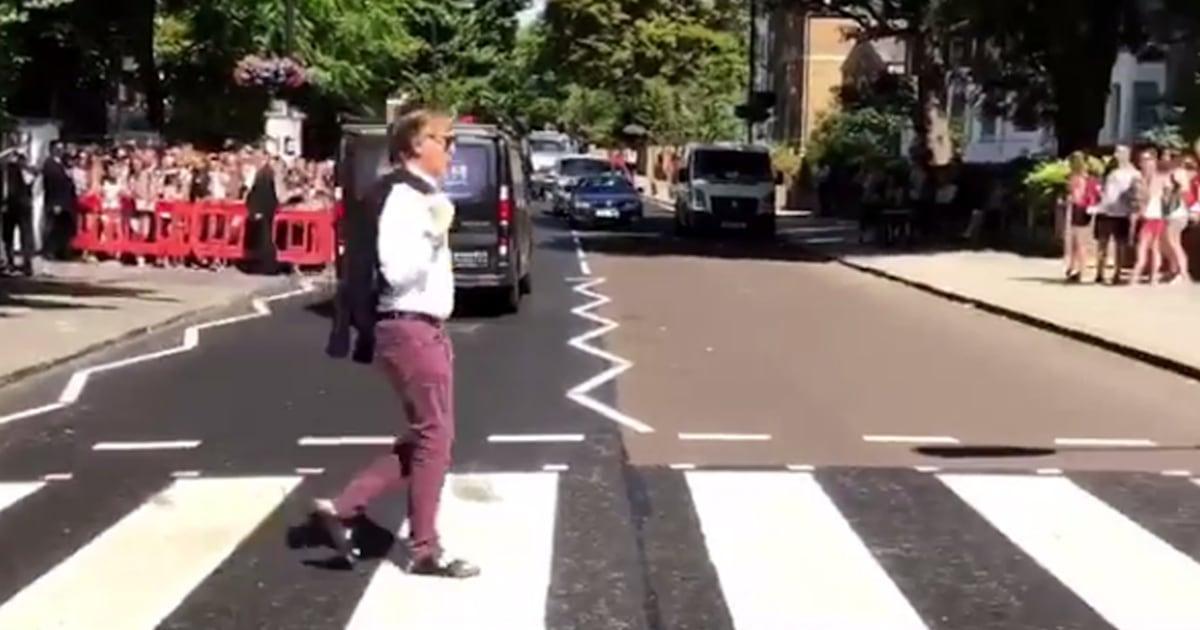 Paul Mccartney Re Creates The Beatles Famous Abbey Road Street Crossing