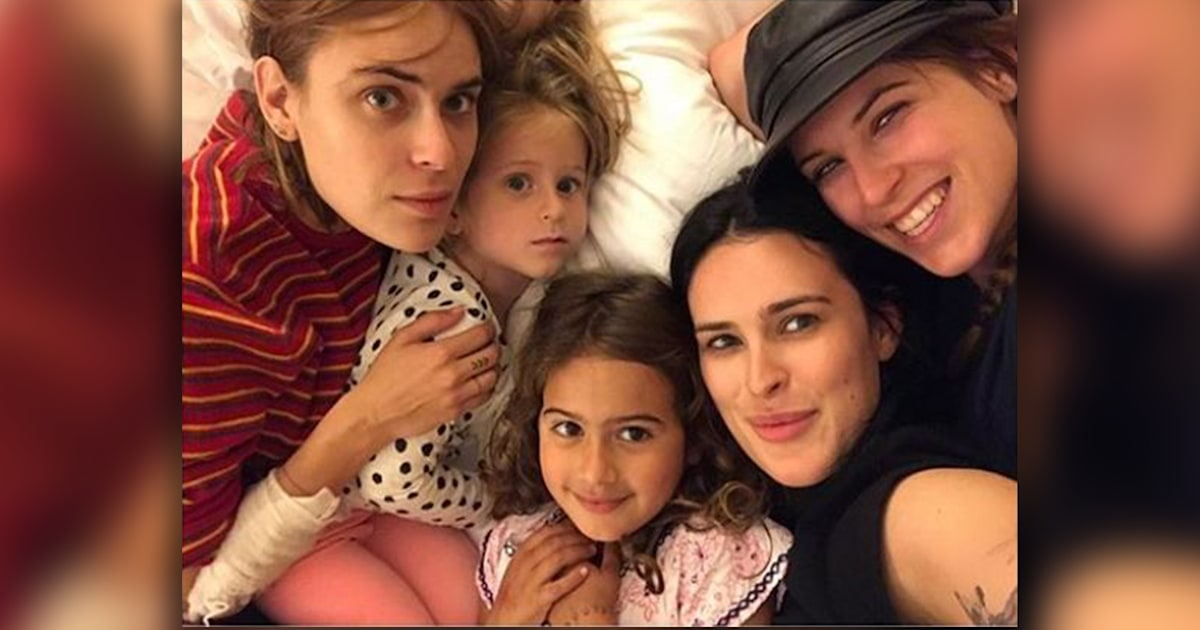 All 5 of Bruce Willis' daughters get together for sweet photo