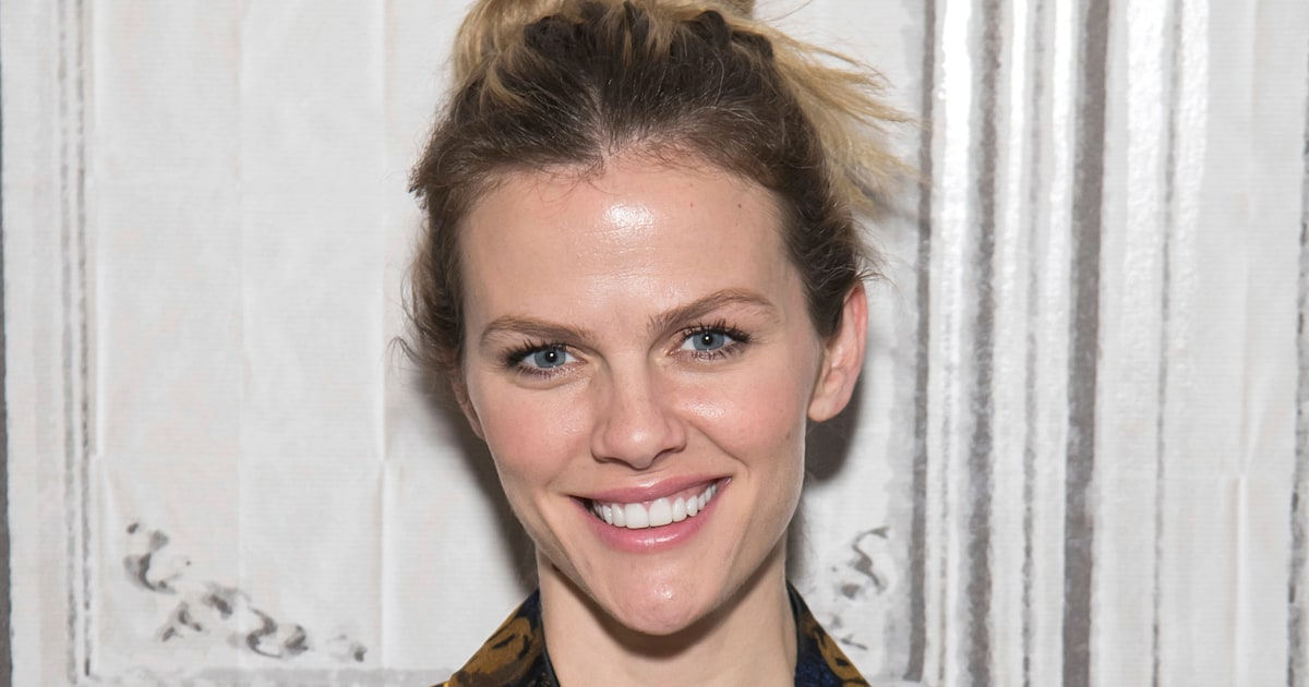 Brooklyn Decker calls out critics of her post-pregnancy body