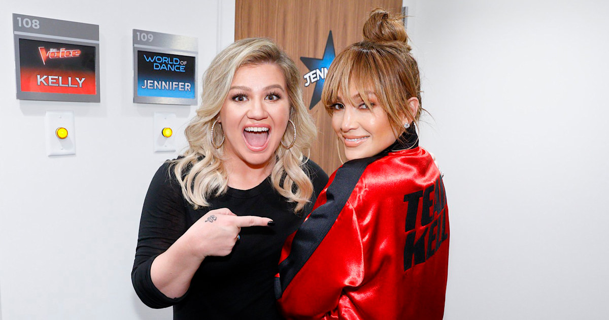 Kelly Clarkson Jennifer Lopez Have Wardrobe Mix Up In