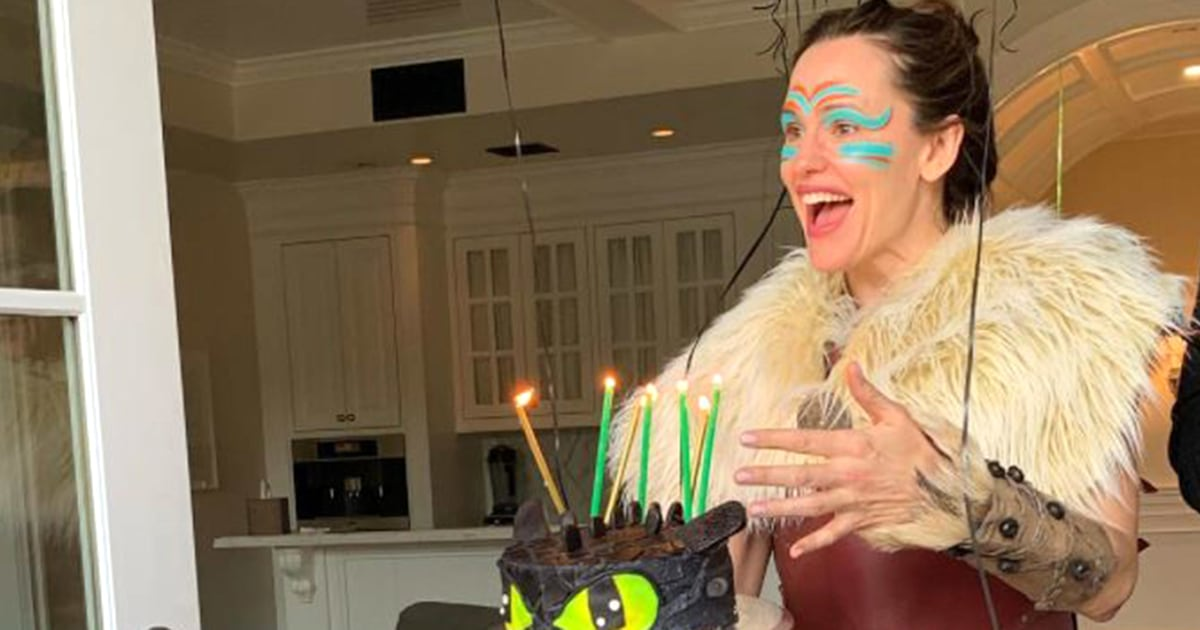 Jennifer Garner dresses up as 'How to Train Your Dragon' character for son's birthday