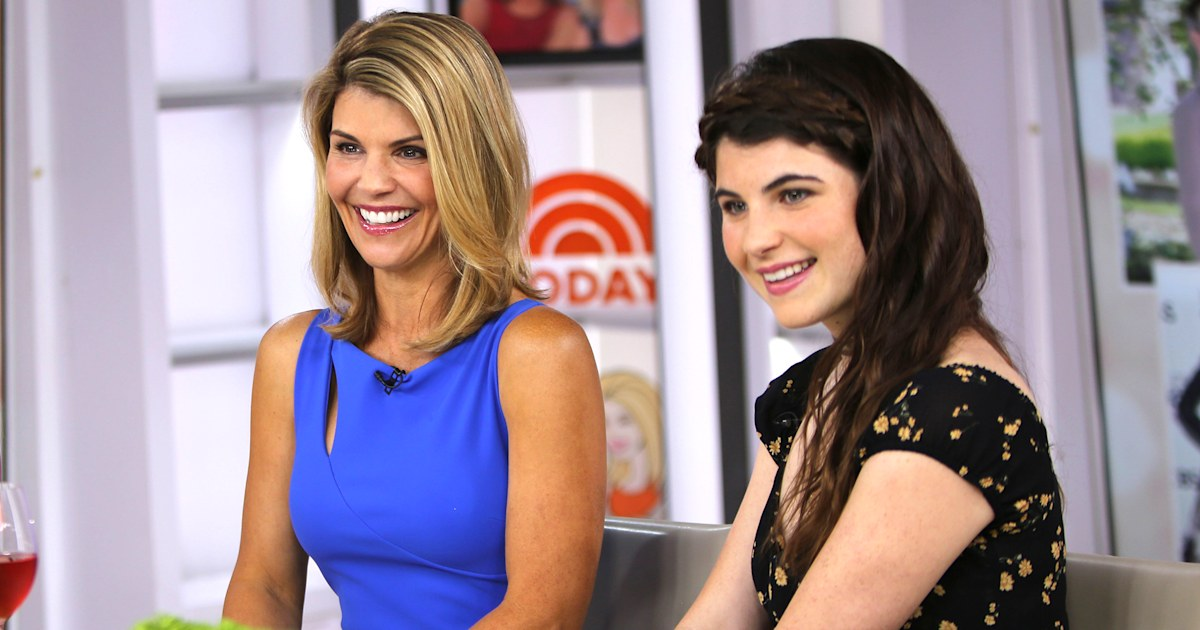 See Lori Loughlin talk about sending her daughter to college in 2017 interview