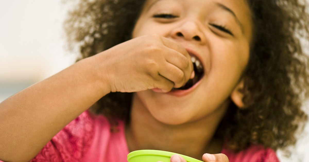 Best healthy snacks for kids at school, according to a nutritionist