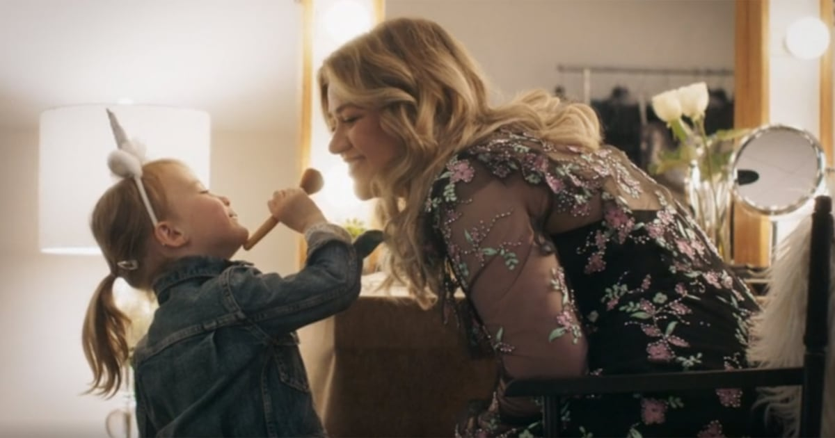 Watch Kelly Clarkson's new video starring her daughter, River Rose