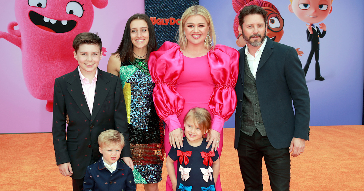 Kelly Clarkson and husband bring all 4 kids to 'Ugly Dolls ...