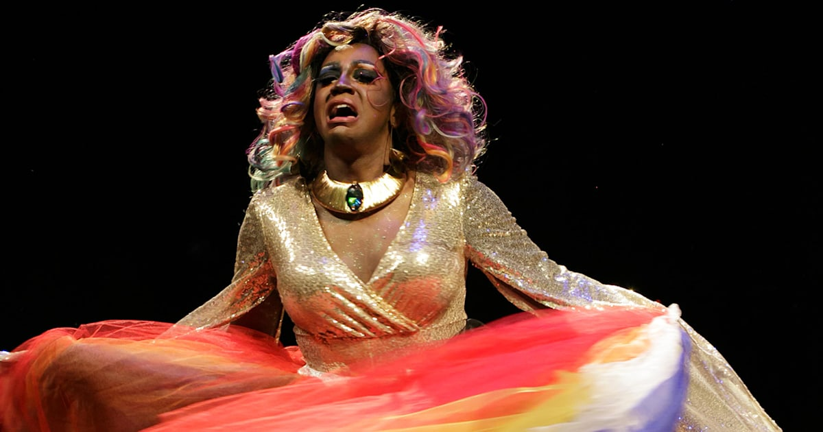 Drag queens help school reduce LGBT bullying