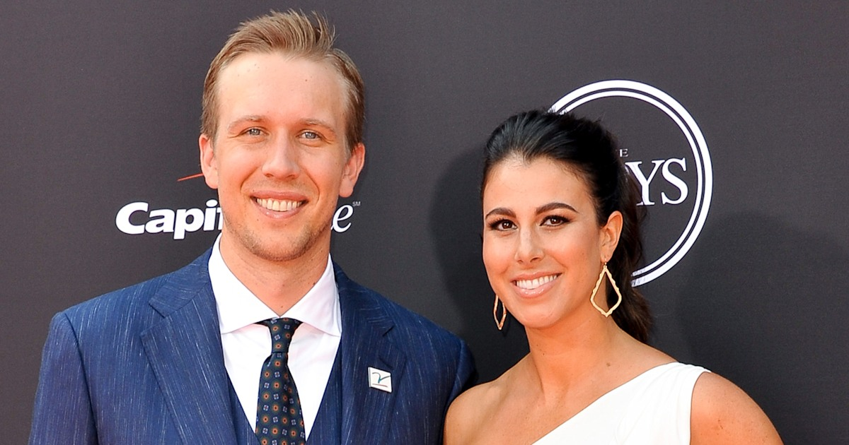 Wife of NFL star Nick Foles reveals she suffered miscarriage