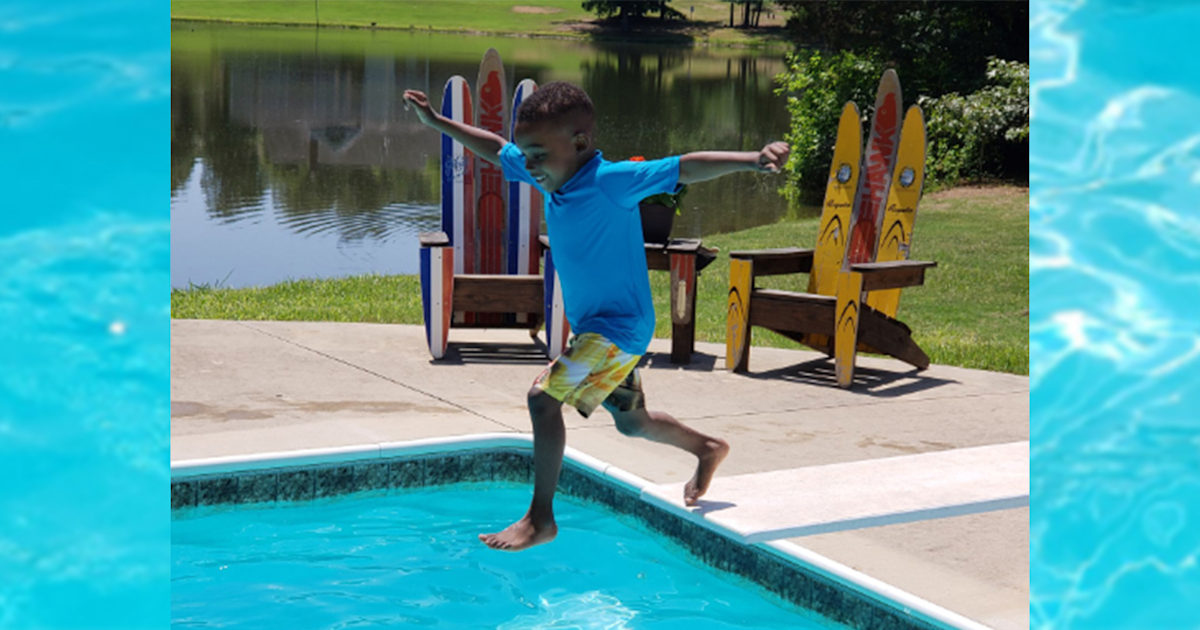 Five-year-old who went viral for diving-board fear takes the plunge