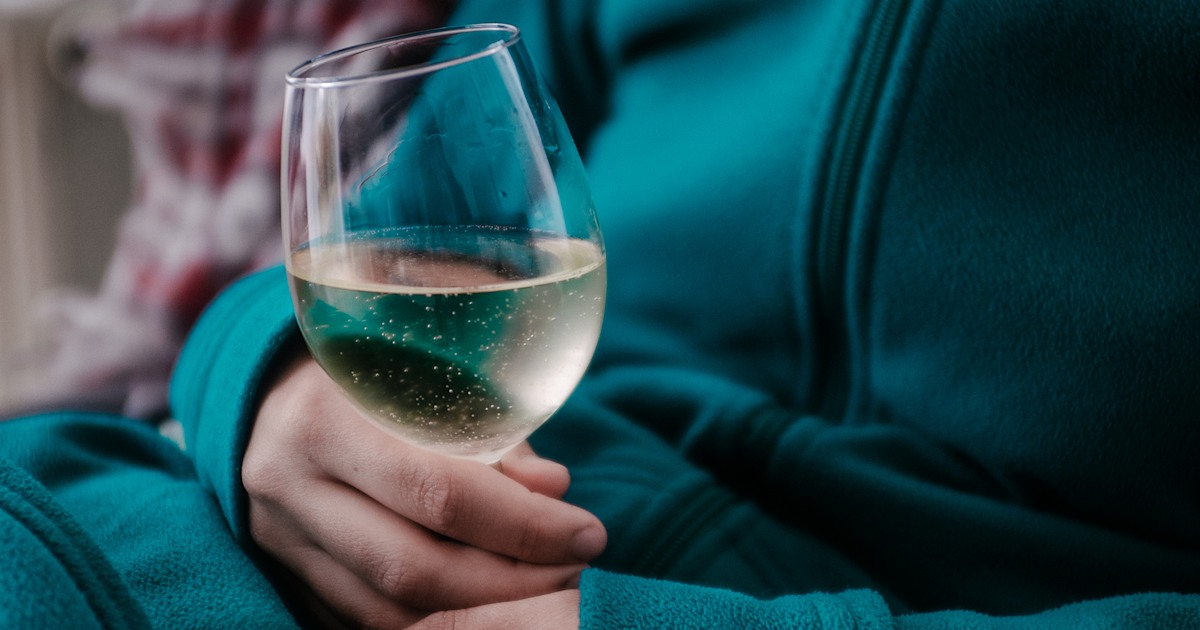 Women's mental health improves after giving up alcohol, study finds