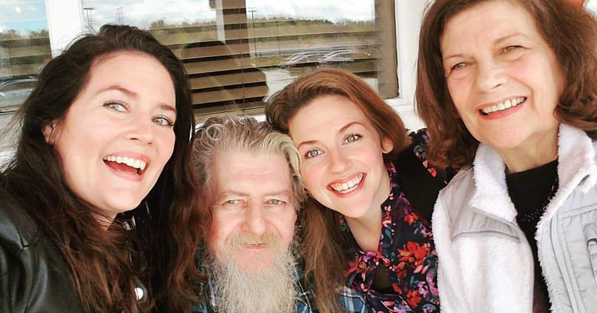 Sisters honor dad with funny obit: He loved 'not wearing pants at home'