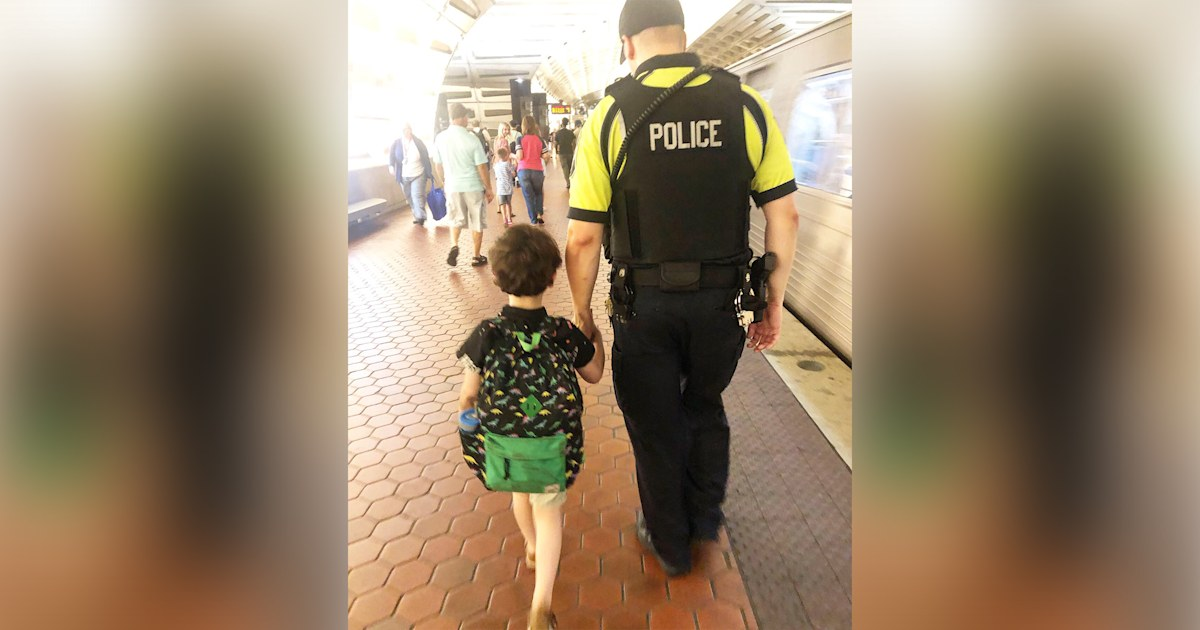 See how a police officer expertly comforted a little boy with autism