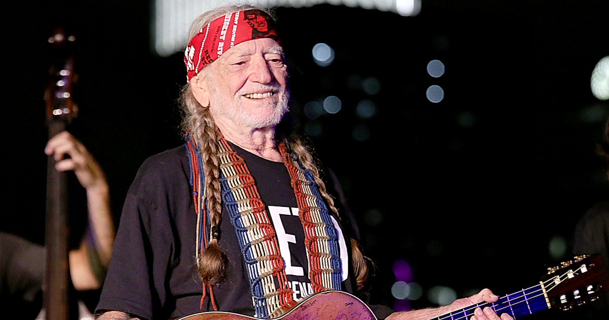 willie nelson to resume summer tour after  u0026 39 breathing problem u0026 39