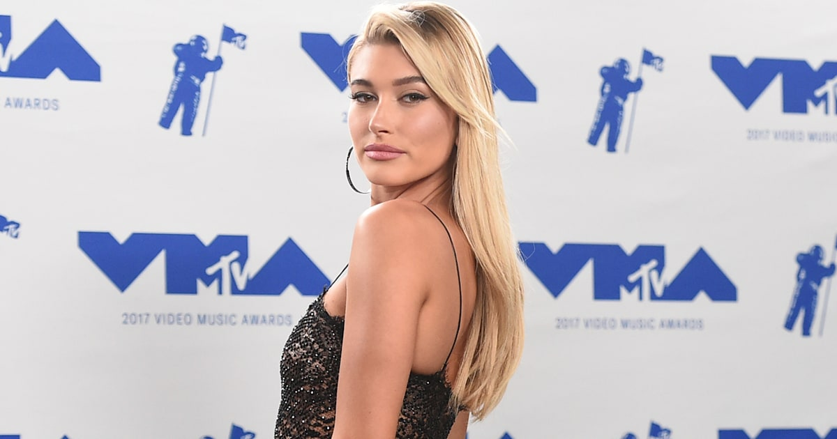 Hailey Bieber Is Barely Recognizable With A Short, Black Bob