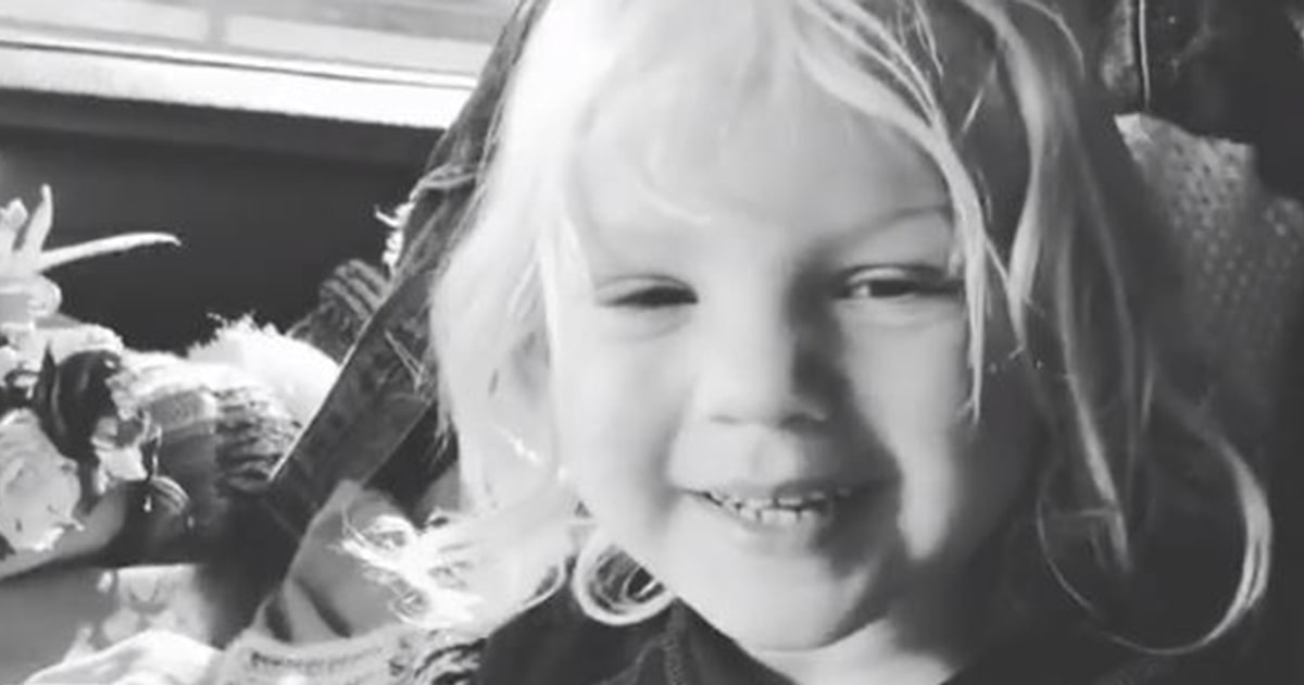 Watch Pink's 2-year-old son welcome her home with flowers in adorable video