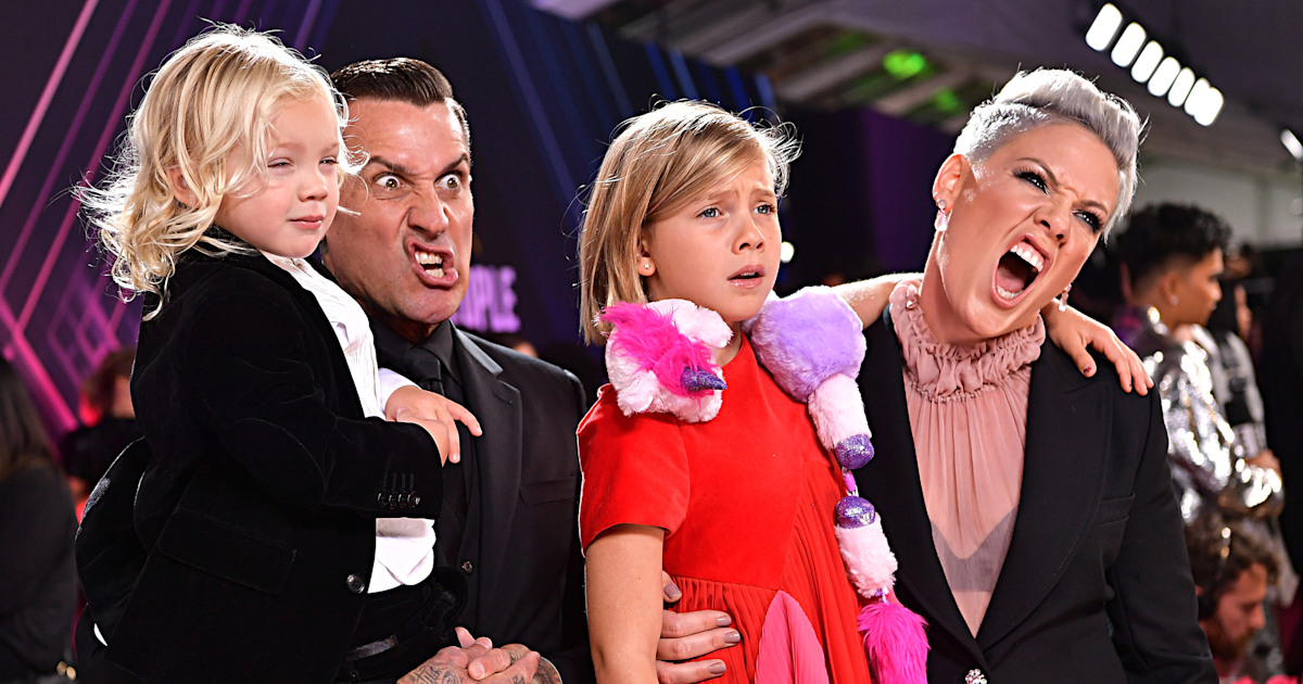 Pink brings her whole family to the People's Choice Awards