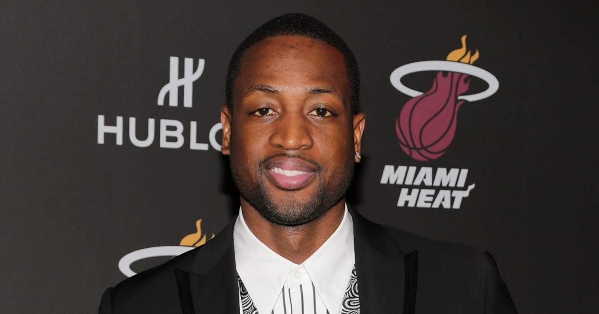Dwyane Wade calls out critics for mocking Thanksgiving family photo