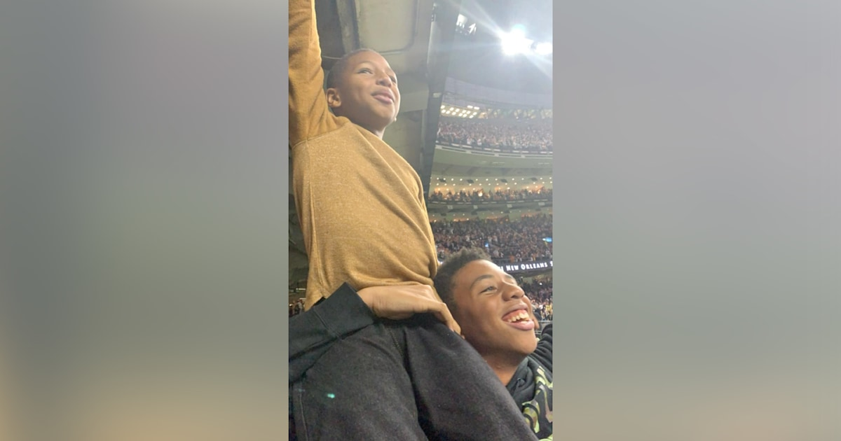 Brothers at their first NFL game warm the hearts of internet