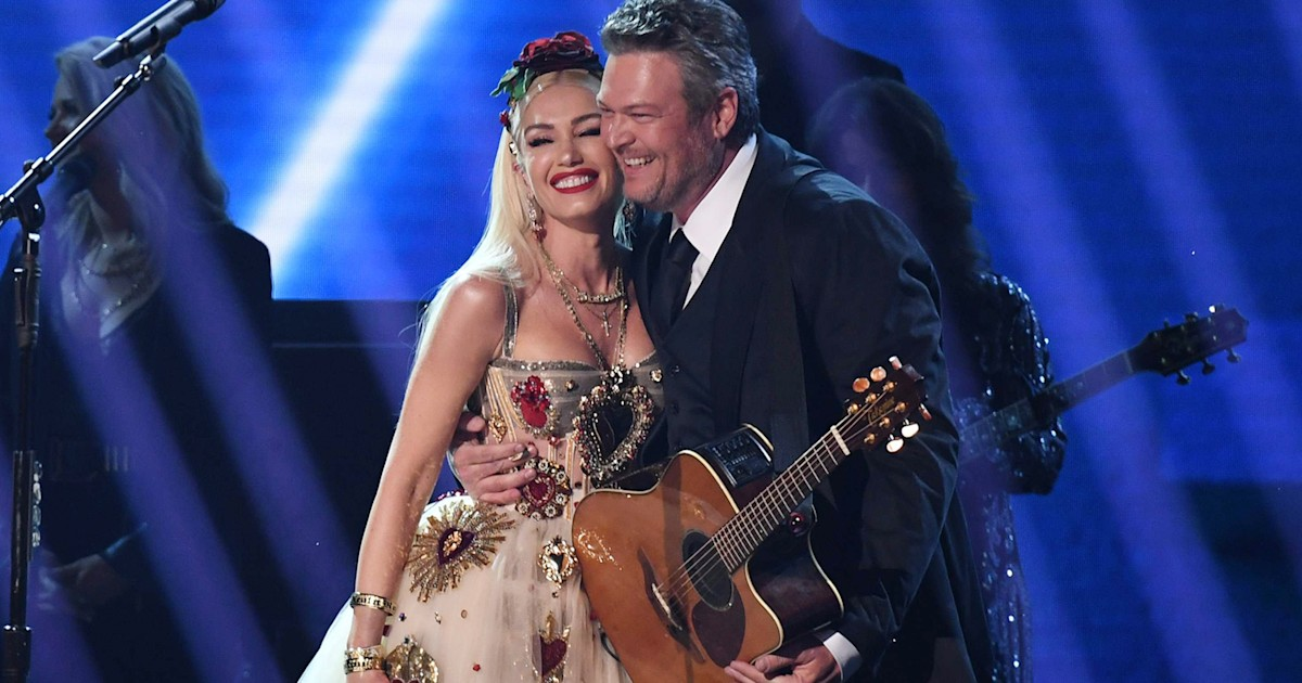 Gwen Stefani and Blake Shelton perform at Grammys