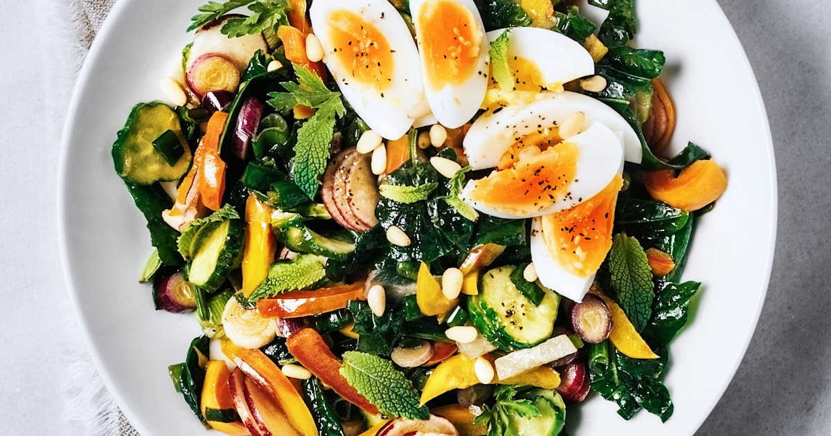 This viral Twitter thread shows how to make your salads less 'dull and flavorless'