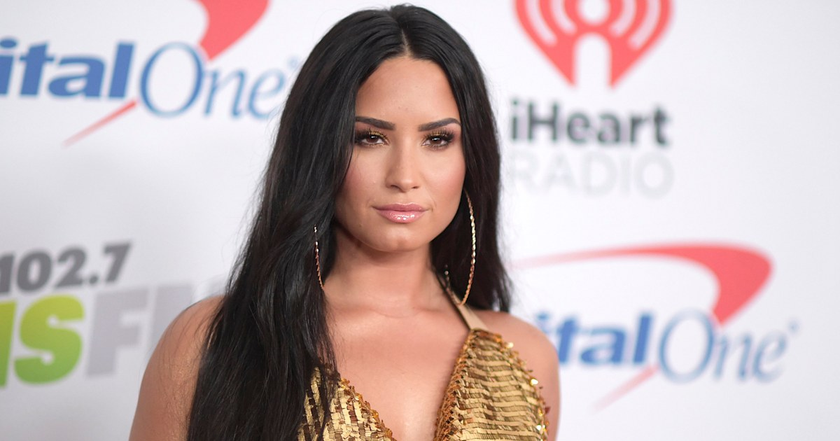 Demi Lovato shows off freckles and gorgeous skin in makeup-free selfie