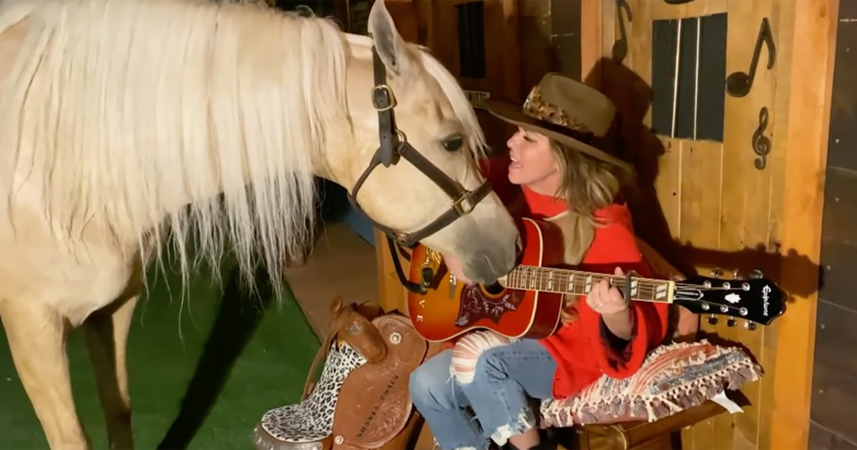 Watch Shania Twain perform at home with her dog and very excited horse