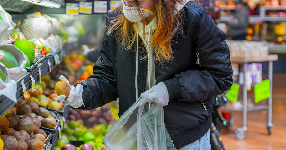 How to safely shop for groceries during the coronavirus pandemic