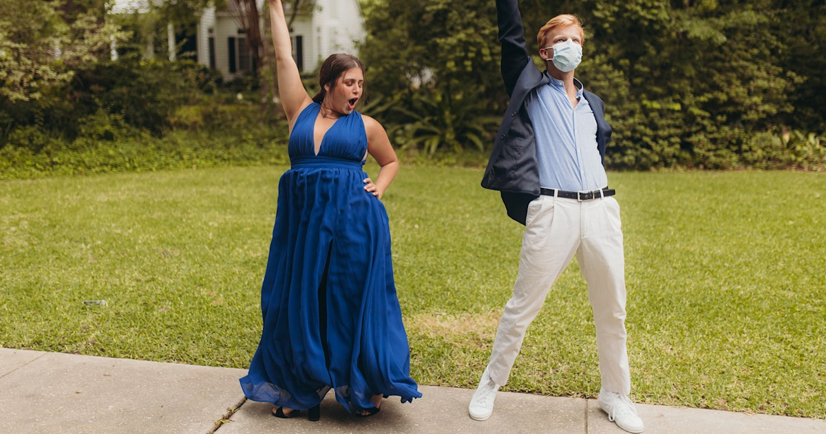 What about prom? High school seniors enjoy DIY proms at home