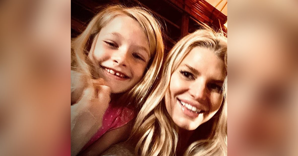 Watch Jessica Simpson duet with daughter Maxwell on her 8th birthday