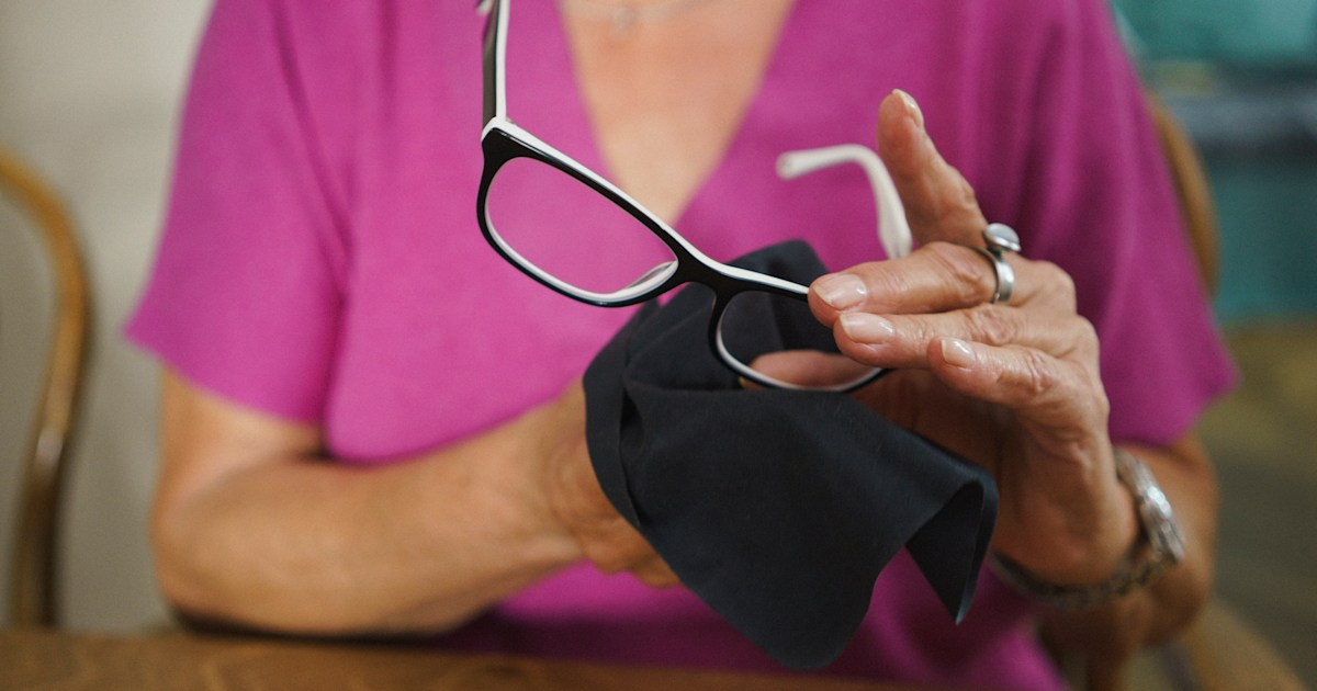 How to disinfect your glasses and sunglasses