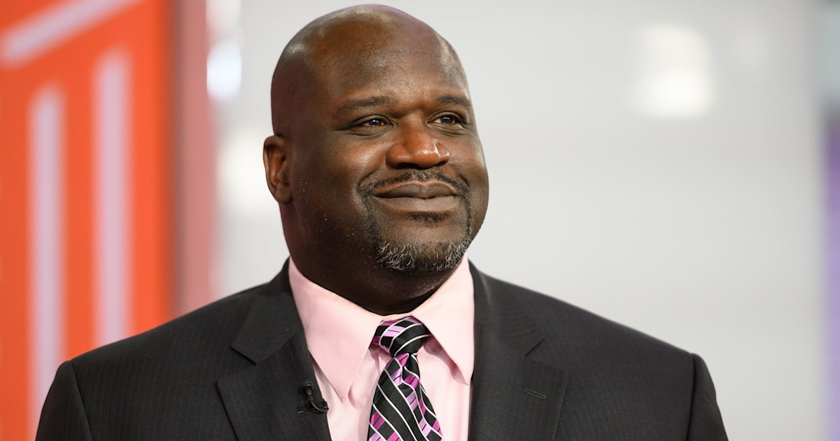 Watch Shaquille O'Neal help a stranded driver on Florida highway after crash