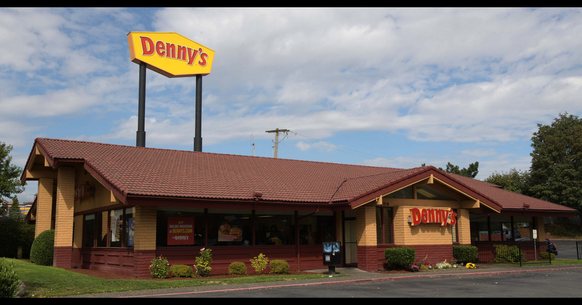 Is Dennys In Vernon Ct Open Christmas Day 2021 Denny S Ihop And More Permanently Shutter Dozens Of Locations Amid Pandemic