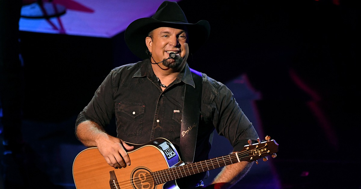 Garth Brooks thanks Trisha Yearwood and 3 daughters as he ...