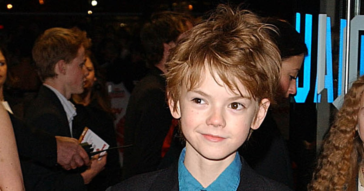 The boy from 'Love Actually' is 30 but looks exactly the same — see the pics!